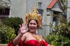 San Diego LGBT stolthet ståtar 2017, thai traditionsplagg Arkivfoto