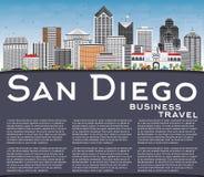 San Diego Skyline avec Gray Buildings, le ciel bleu et l'espace de copie illustration stock