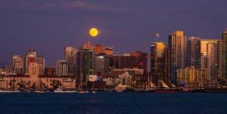 San Diego Skyline Full Moon, California fotografia stock libera da diritti