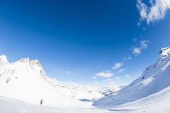 San Domenico, Varzo, Alpes, Italie, panorama du MOIS couronné de neige photo libre de droits