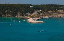 San dominobrickahamn i den Tremiti skärgården på Adriatiskt havet, Italien Royaltyfri Foto