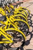 San Donato Milanese, Italie - 15 novembre 2017 : Ofo est une société vélo-partageante chinoise Image stock
