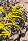 San Donato Milanese, Italien - 15. November 2017: Ofo ist eine chinesische Fahrrad-teilende Firma Stockbild