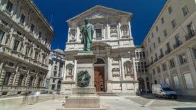 San Fedele Church com hyperlapse do timelapse de Alessandro Manzoni Statue filme