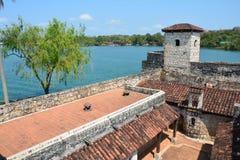 San Felipe Castle op de kusten van Rio Dulce Guatemala stock afbeeldingen