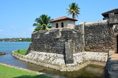 San Felipe Castle op de kusten van Rio Dulce Guatemala stock afbeelding