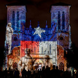 San Fernando Cathedral met Texas Flag Lights royalty-vrije stock afbeeldingen