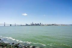 San Francisco śródmieście i podpalany bridżowy panoramiczny widok, Kalifornia zdjęcie royalty free