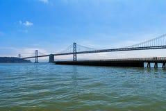 San Francisco aan de brug van Oakland royalty-vrije stock fotografie
