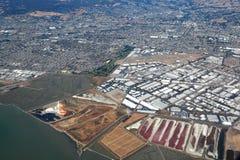 San Francisco Bay Area: Flyg- sikt av Salt träsk på Hayward Regional Shoreline royaltyfria foton