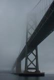 San Francisco Bay Bridge im Nebel Lizenzfreie Stockbilder