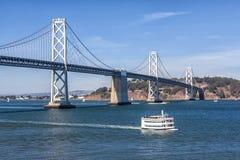 San Francisco Bay Bridge och färja royaltyfri foto