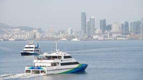 San Francisco Bay Ferry skyttlar SKÄLLER BRIS- och ENCINAL-bortgången fotografering för bildbyråer