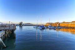 San Francisco Bay, Kai, Jachthafen u. Alcatraz-Insel stockbilder