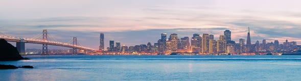 San Francisco bij Schemer Stock Afbeeldingen