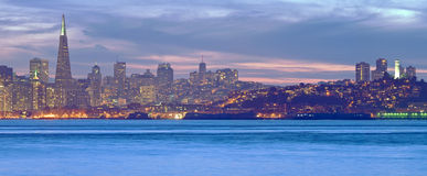 San Francisco bij Schemer Royalty-vrije Stock Foto's