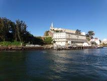 San Francisco Boatstour - Ansicht über Alcatraz-Insel stockbild