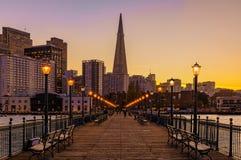 San Francisco céntrico y la pirámide de Transamerica en Chrismas Fotos de archivo libres de regalías