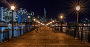 San Francisco céntrico y la pirámide de Transamerica en Chrismas Foto de archivo libre de regalías