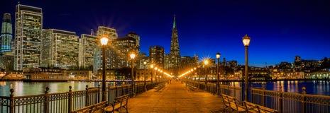 San Francisco céntrico y la pirámide de Transamerica en Chrismas Fotografía de archivo libre de regalías