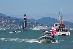 SAN FRANCISCO, CA - 26. AUGUST: Amerikanisches Team in der Bucht von San F Lizenzfreie Stockfotos