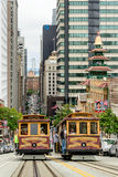 San Francisco CA - CIRCA JULI 2014 - kabelbil på gatan av San Francisco, circa Juli 2014 Arkivbilder