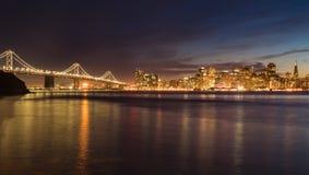 San Francisco, CA - 20. Februar 2016: San Francisco Night Skyline lizenzfreie stockbilder