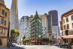 San Francisco, CA - Juli 16, 2017: Columbus Tower Koper-gr. Royalty-vrije Stock Afbeelding