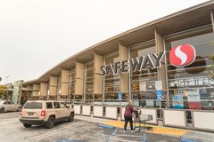 Customer enters Safeway supermarket chain store at North Beach,. SAN FRANCISCO, CA, USA-JUL 17, 2018:Customer enter Safeway grocery store at North Beach stock photography
