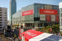 Attendees of Oracle Open World conference go to  Moscone Center. SAN FRANCISCO, CA, USA - NOV 13, 2007: Attendees of Oracle Open World conference go to  Moscone Royalty Free Stock Images