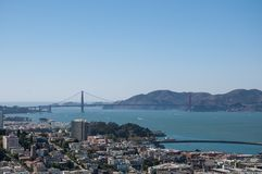 SAN FRANCISCO, CALIFORNIË - SEPTEMBER 9, 2015 - Mening van Golden gate bridge van Coit-Toren Stock Foto's