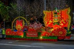 San Francisco, California - 11 de febrero de 2017: Desfile chino de la celebración del Año Nuevo en el Chinatown popular y colori Fotos de archivo libres de regalías