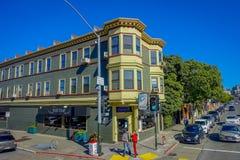 San Francisco, California - 11 febbraio 2017: Bella vista turistica della collina lombarda iconica della via dentro in città Fotografia Stock
