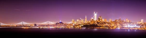 San Francisco California pejzażu miejskiego linia horyzontu przy nocą Zdjęcia Royalty Free