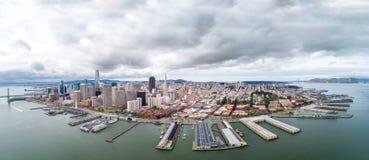 San Francisco Cityscape avec Embarcadero et district des affaires à l'arrière-plan photographie stock