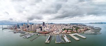 San Francisco Cityscape avec Embarcadero et district des affaires ? l'arri?re-plan photo stock