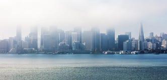 San Francisco dans les nuages, panorama Image libre de droits