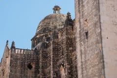 San Francisco de Campeche, Mexico: Sikt av den tidigare Sanen Jose Cathedral Det var den huvudsakliga templet av jesuitkloster, n royaltyfri foto