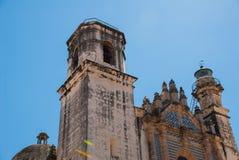 San Francisco de Campeche, Mexico: Sikt av den tidigare Sanen Jose Cathedral Det var den huvudsakliga templet av jesuitkloster, n royaltyfria bilder