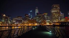 San Francisco de stad in bij nacht stock footage
