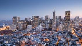 San Francisco Downtown dalla cima della torre di Coit in collina del telegrafo, crepuscolo Fotografia Stock