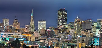 San Francisco Downtown in de nacht Royalty-vrije Stock Foto's