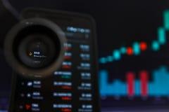 SAN FRANCISCO, E.U. - 9 de maio de 2019: Um gráfico da tendência de aumento da moeda Cryptocurrency de BNB Binance A ilustra??o d imagem de stock royalty free