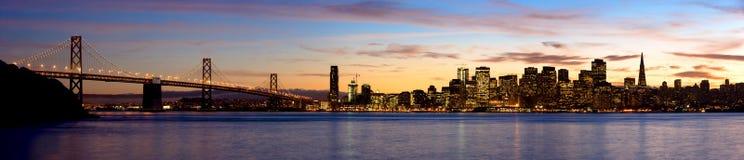 San Francisco en la puesta del sol - panorama Fotos de archivo libres de regalías