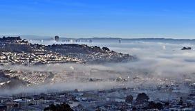 San Francisco a enveloppé par Fog Image stock