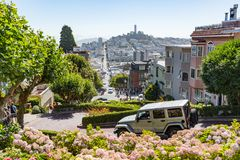 San Francisco EUA - 16 de julho de 2017 - muitos veículos conduz para baixo Fotos de Stock Royalty Free