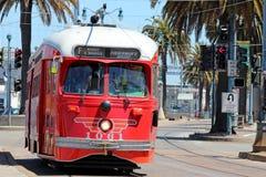 San Francisco - F-Line-Straßen-Autos Stockbilder