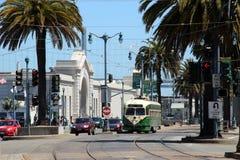 San Francisco - F-Line-Straßen-Autos Stockfotografie