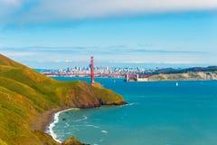 San Francisco Golden Gate Bridge Headlands lointain Photos stock