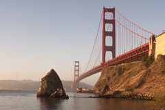 San Francisco Golden Gate Bridge van Fortstrand Stock Afbeelding